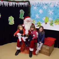 une photo avec  Papa Noël