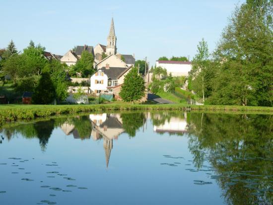 Brancourt vu de l'étang