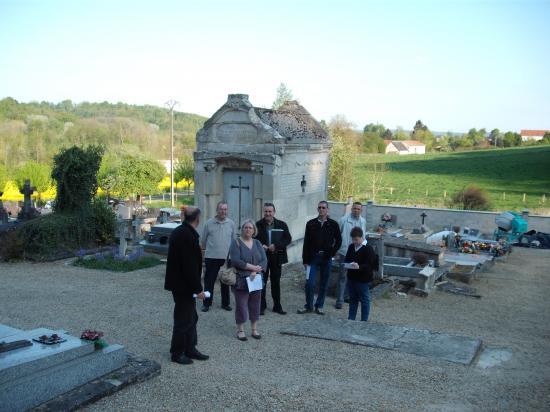 """La commission """"cimetière"""" prépare les travaux..."""