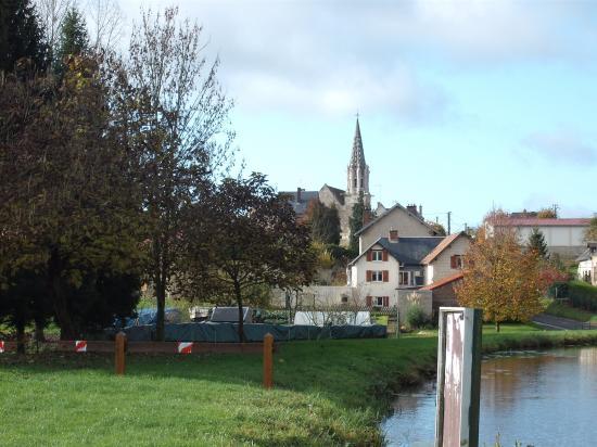 l'église vue de l'étang