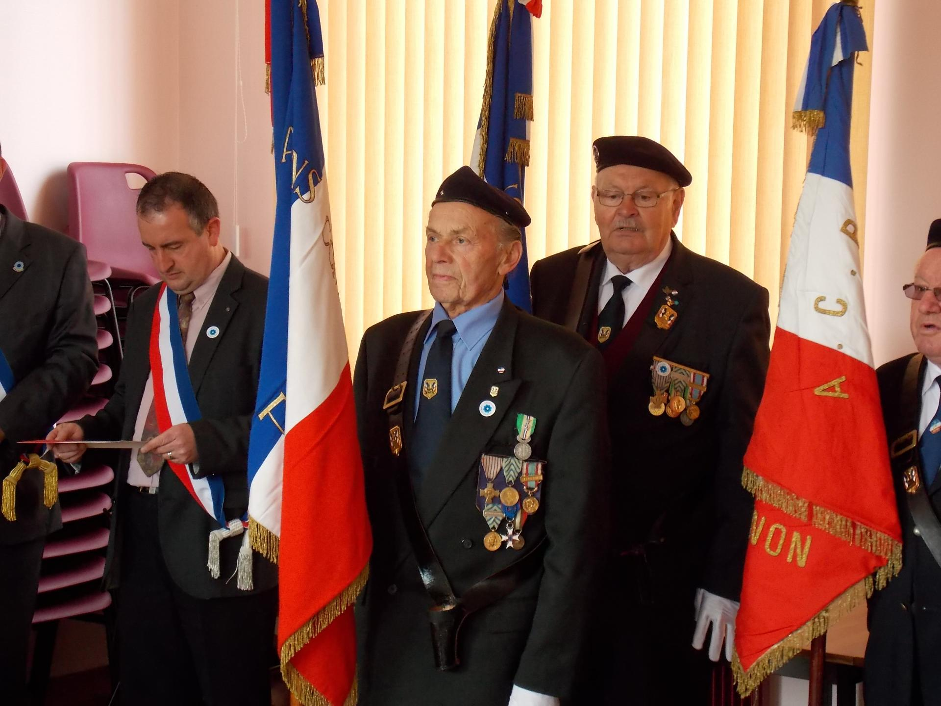 10 ans de porte-drapeau; remise de décoration.