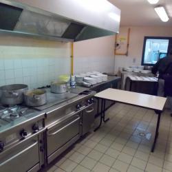 Cuisine professionnelle avec gaz, fours, friteuse, étuves, lave vaisselle...